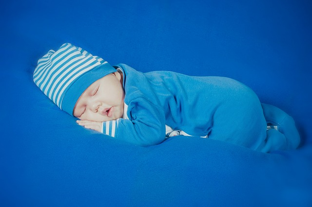 Bebe Durmiendo y descansando espiritualmente - image