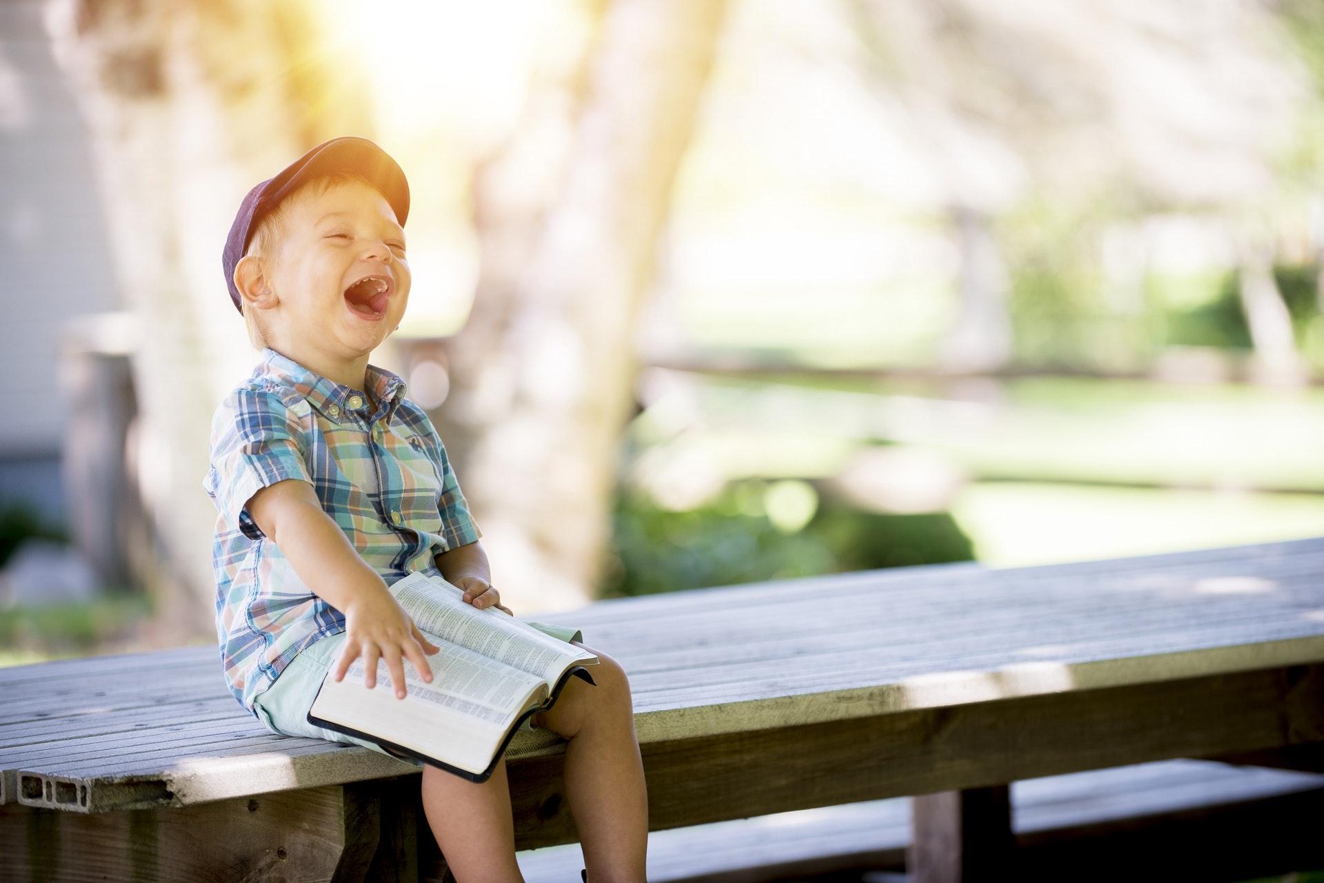 imagen de como aprender de los ninos para ser fleiz -