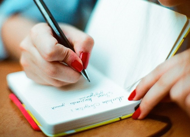 Por qué es beneficioso llevar un diario de sueños