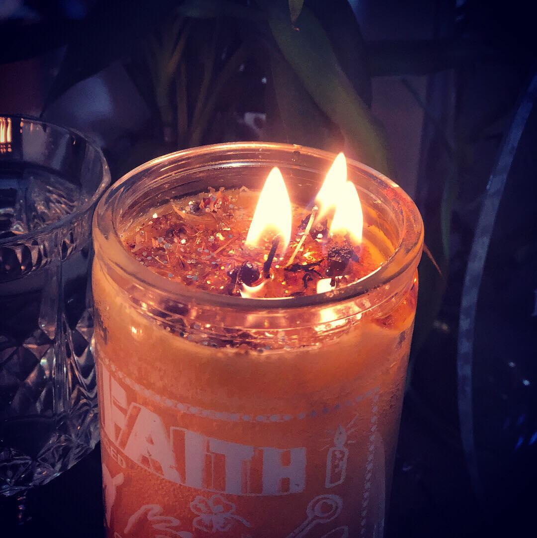 foto/imagen de velas para la buena suerte y dinero