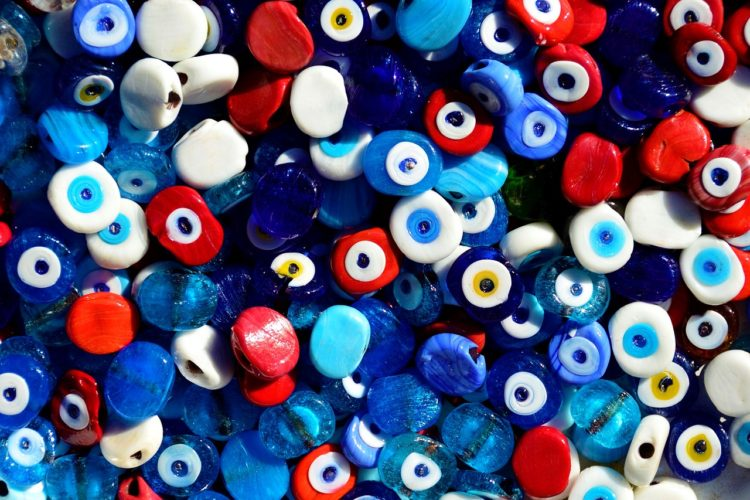 Ojos turcos contra la mala vibra de envidia